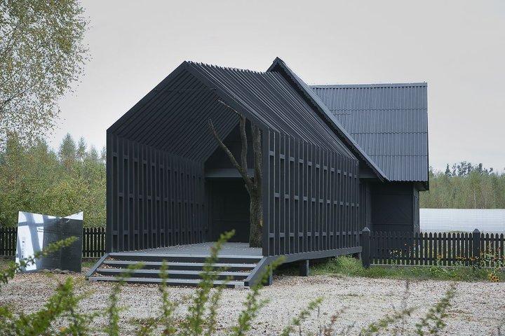 Загадочный черный дом в Березинском заповеднике: кто и зачем его построил