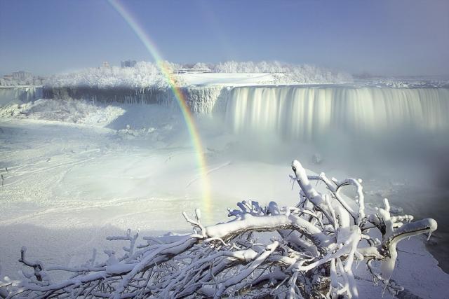 30 фантастических фотографий замороженных водопадов