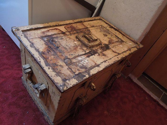 Находки в старом сейфе, покойной тети, пережившей нацистский режим