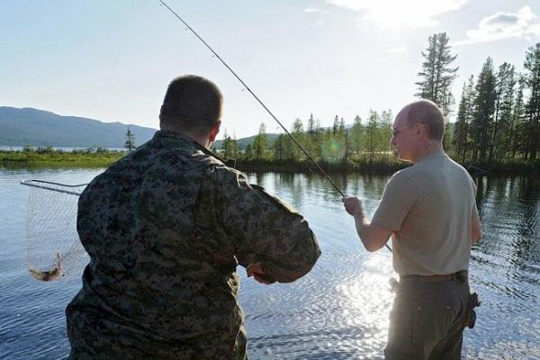 Владимир Путин два часа гонялся за щукой