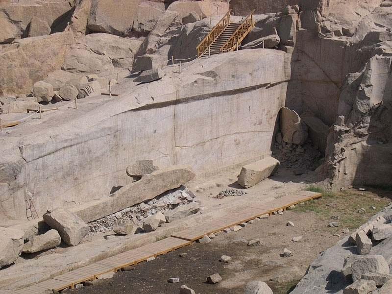 6. Большинство гигантских гранитных блоков заготавливалось в Северных Каменоломнях близ современного г. Ассуана. древний египет, история, технологии