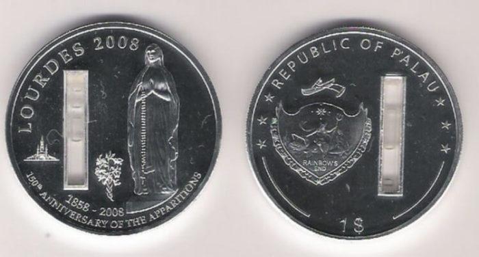 Монета со святой водой./Фото: cdn2.leafclover.club