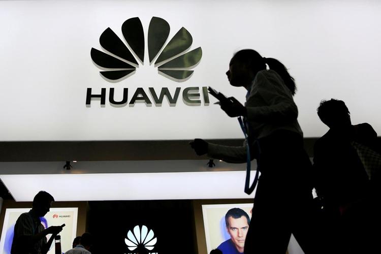 Смартфон Huawei P11 может получить дисплей в стиле iPhone X