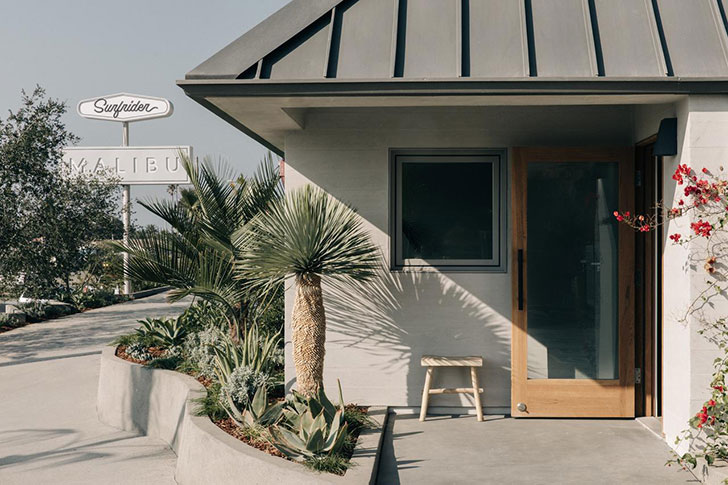 Великолепие естественного интерьера: пляжный домик для любителей серфинга в Малибу