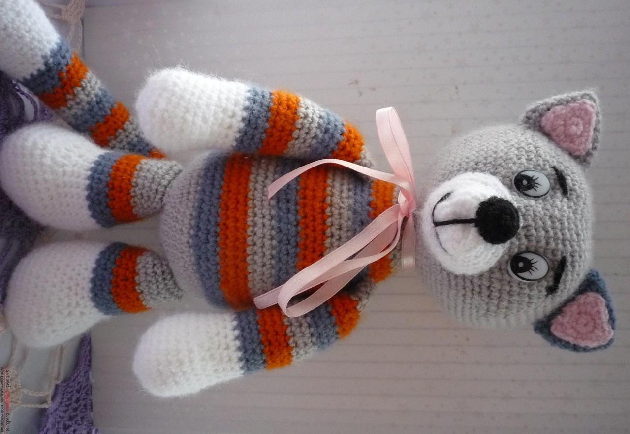 По нашему подробному мастер-классу вязания крючком игрушки получается полосатый вязаный кот.. Фото №27