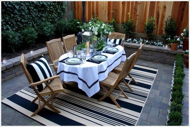 Коврик поможет создать уютную и по-домашнему теплую атмосферу на открытом воздухе.