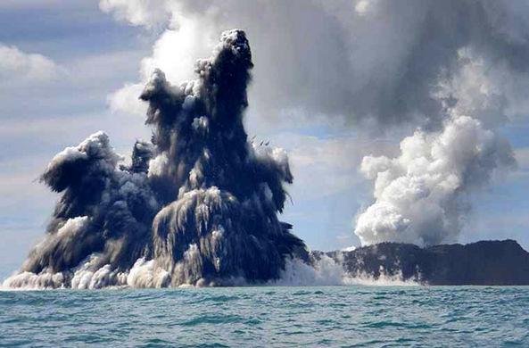 Возможное уничтожение города подводным вулканом показали на видео