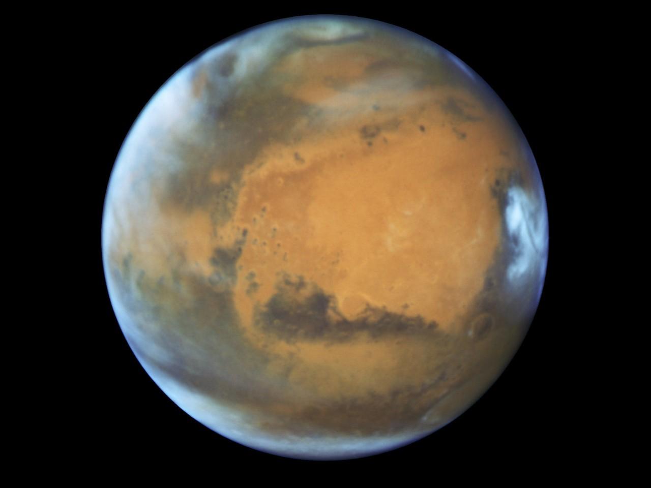 Марсианская атмосфера мведет как единое целое
