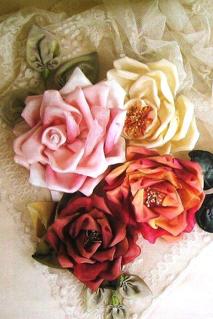 Цветы из тесьмы, лент и ткани...