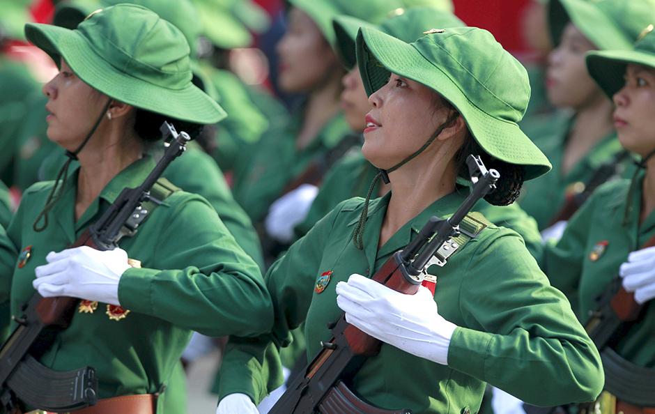 Вьетнамские военнослужащие в Хошимине