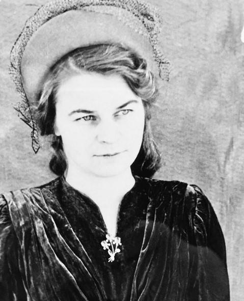 «Она спасала чужие жизни». Бабушка Миллы Йовович ушла на фронт в 16 лет. И она дошла до Берлина!