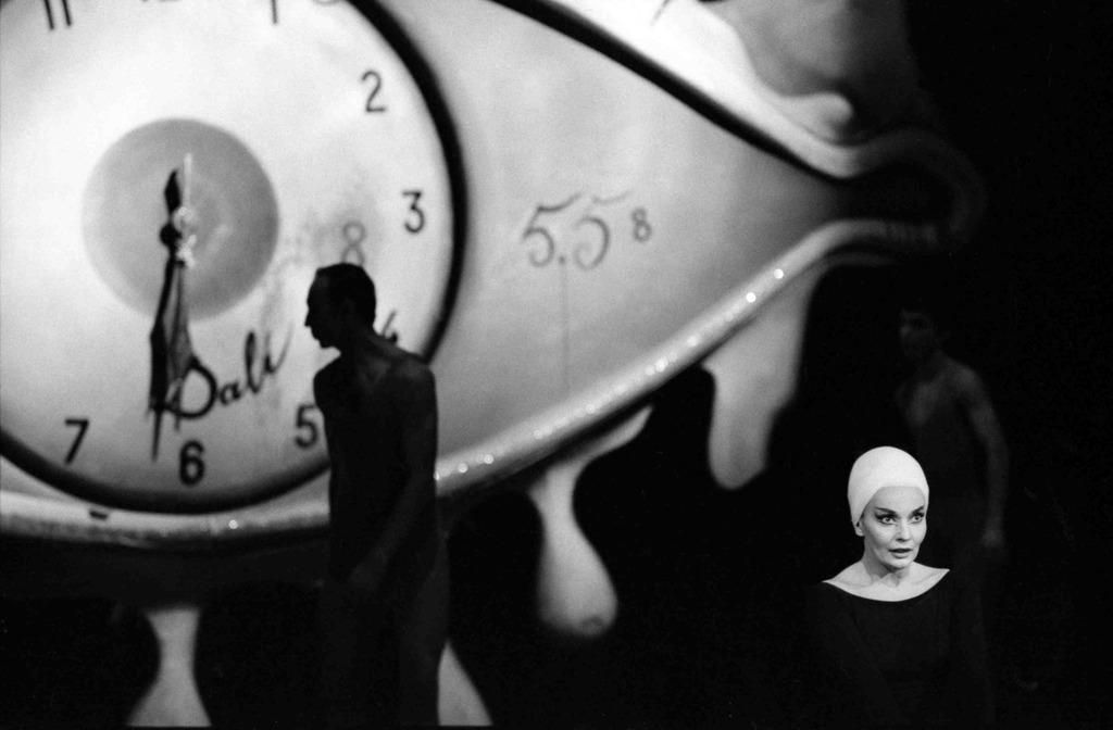 1962. Театр на Елисейских Полях в Париже, Декорации Сальвадора Дали