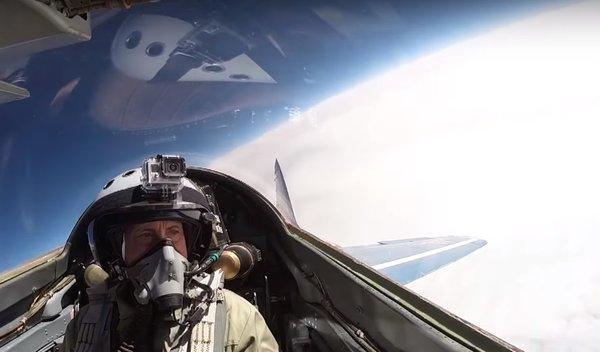 «Наши самолеты так не могут»: Американец слетал в ближний космос на российском МИГе. Кадры
