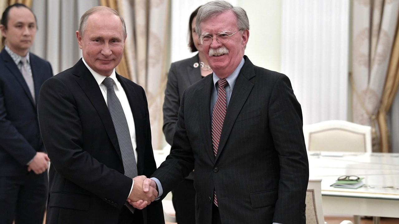 «Орлан склевал все оливки»: Путин на встрече с Болтоном пошутил о гербе США