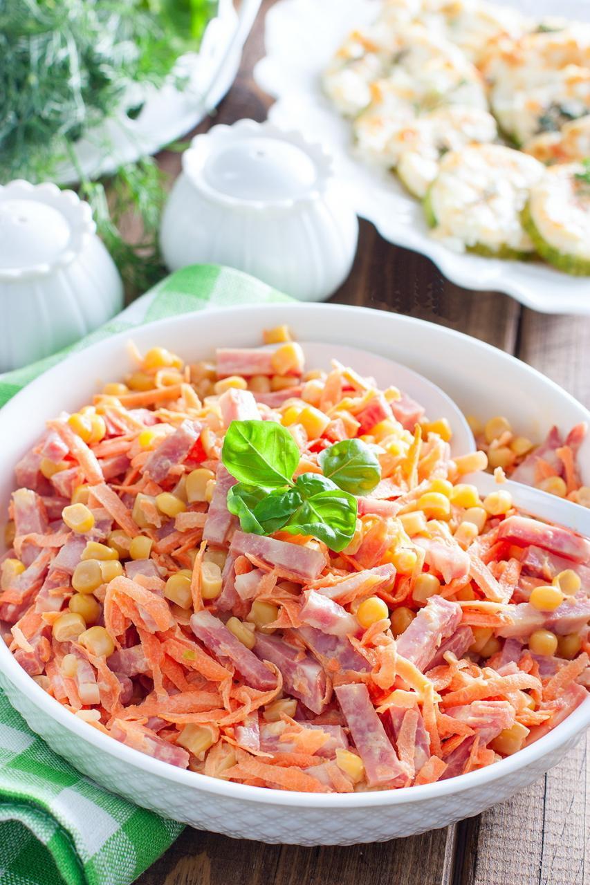 Морковный салат с колбасой
