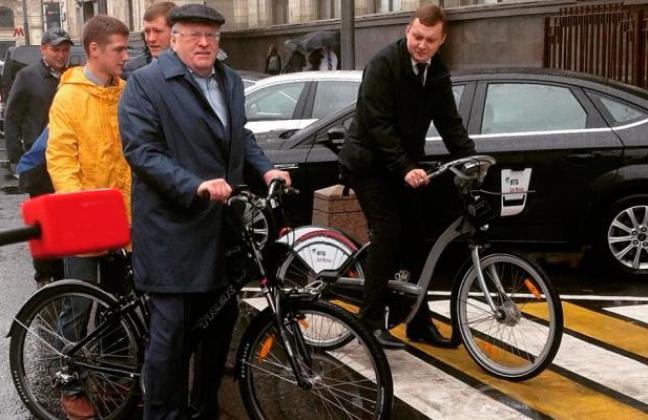 Жириновский приехал в Госдум…