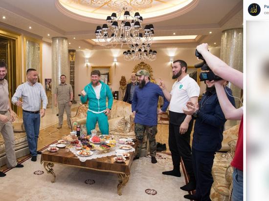 Изумрудный костюм: Кадыров опубликовал фото «роскошного» просмотра матча Россия-Египет