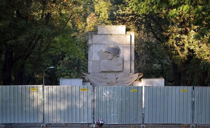 Россия может наказать Польшу за варварское отношение к советским памятникам