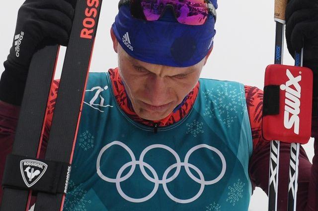 Большунов сказал, что в его поражении на ОИ виноваты плохие лыжи