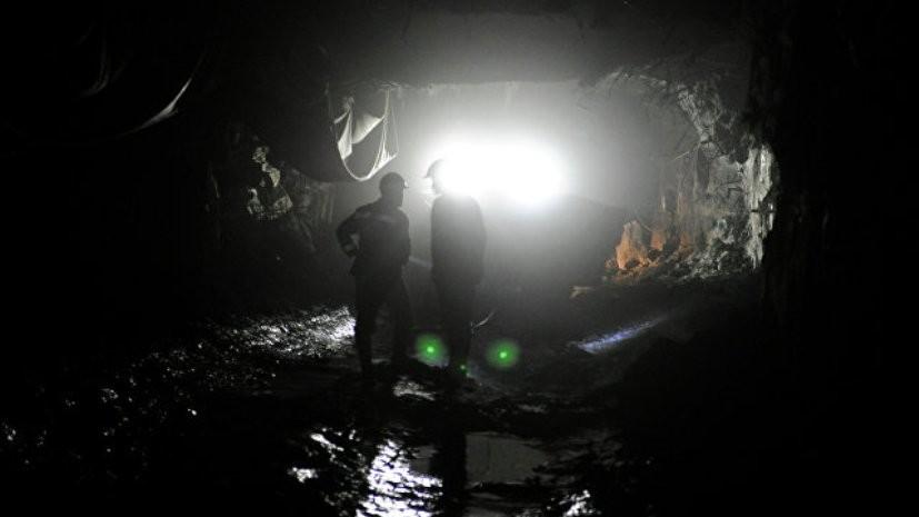 Источник сообщил об обрушении на шахте в Свердловской области