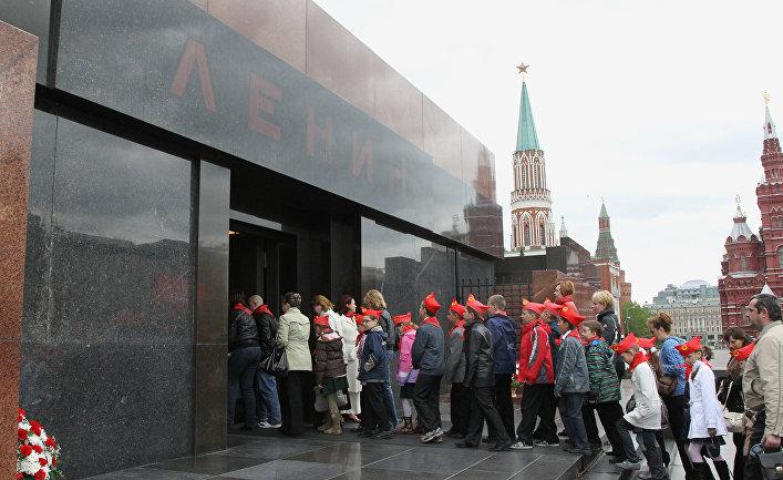 «Ленин жил, Ленин жив, Ленин будет жить» (Frankfurter Rundschau, Германия)