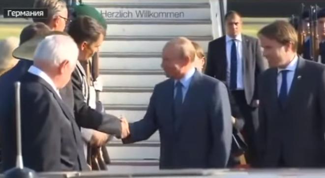 В Сети появилось видео прибытия Путина на переговоры с Меркель