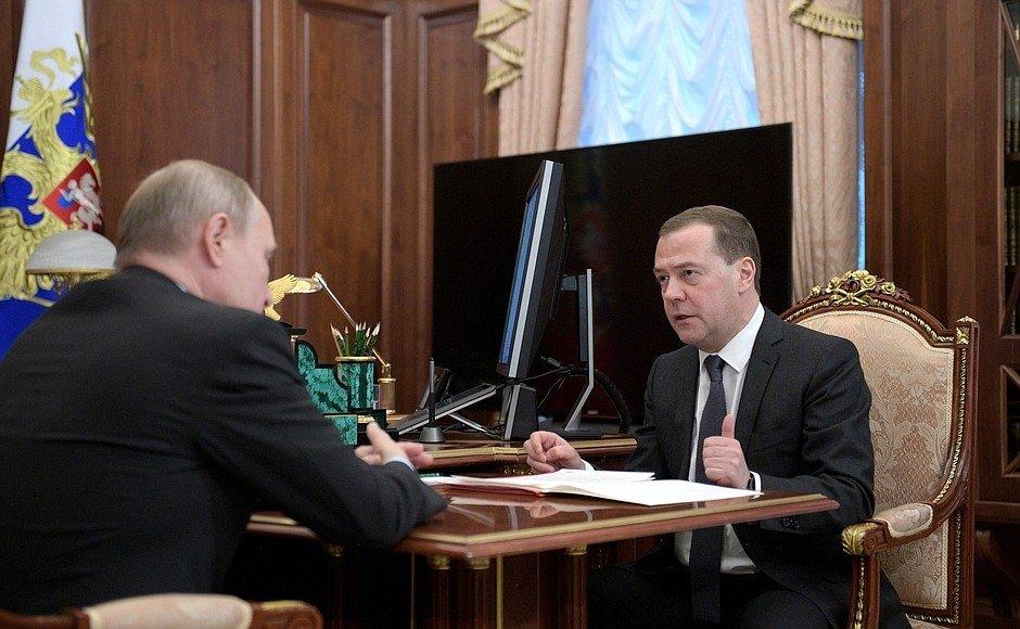 Дмитрий Медведев утвердил правила получения субсидий на покупку сельхозтехники