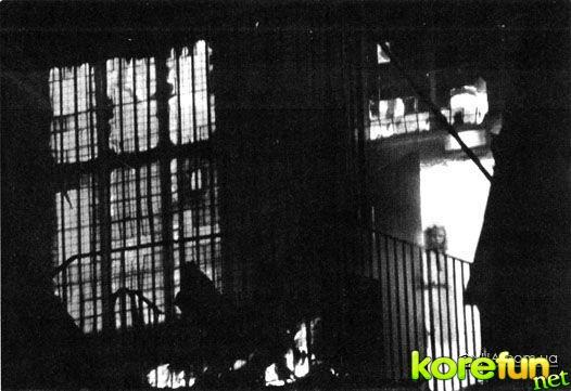 Иногда фотокамера способна запечатлеть то, что человеческий глаз увидеть не в состоянии, и призраки на фото – яркое тому свидетельство.