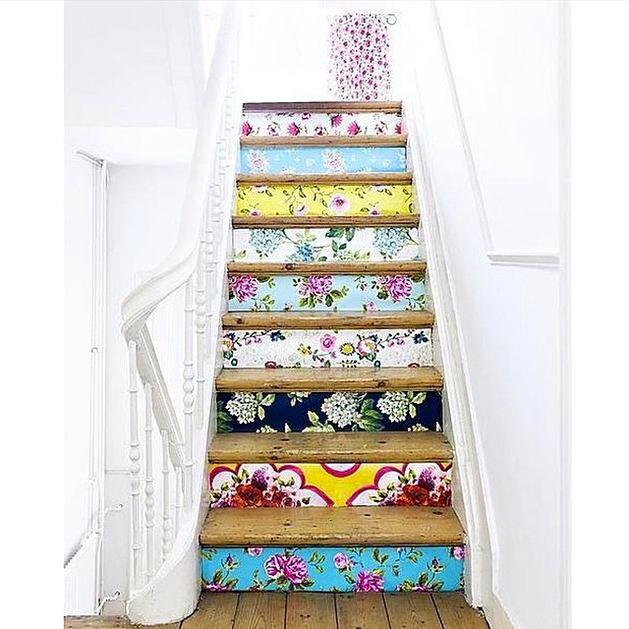 Лестница в цветах: серый, светло-серый, бежевый. Лестница в стиле французские стили.