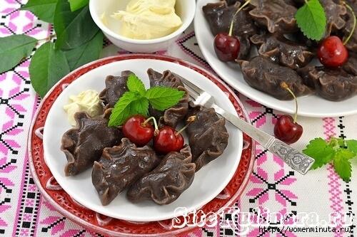 Отличное сочетание шоколадного теста с ягодами порадует многих сладкоежек