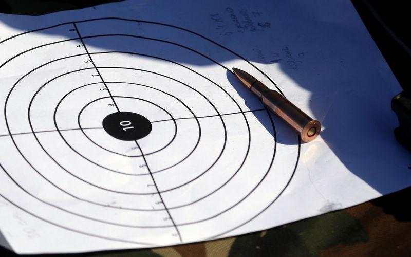 Омские водители маршруток решили освоить стрельбу из винтовки и пистолета