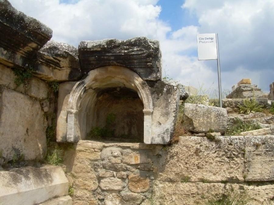 Врата Плутона, древние «врата в ад»