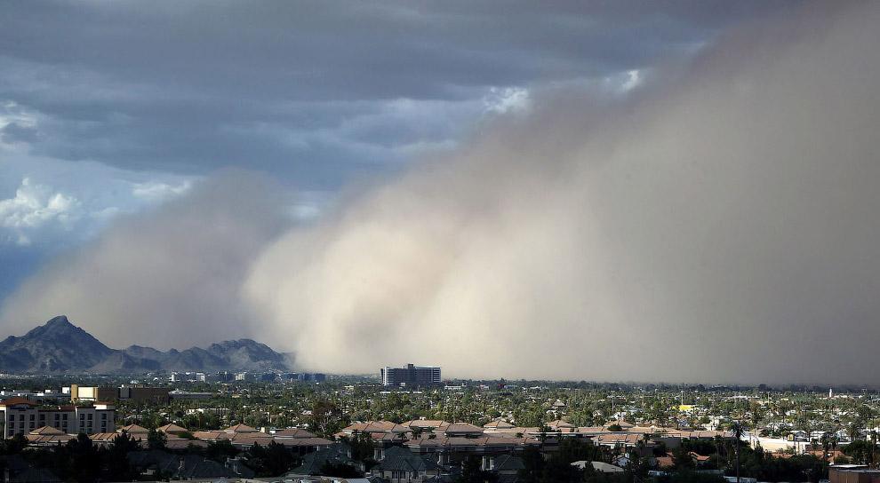 Приход песчаной бури в Финикс, Аризона