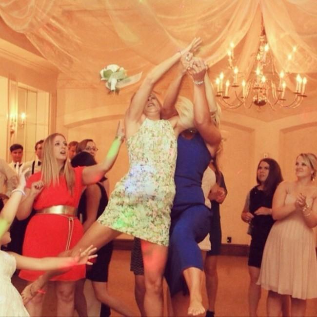 ловят на свадьбах