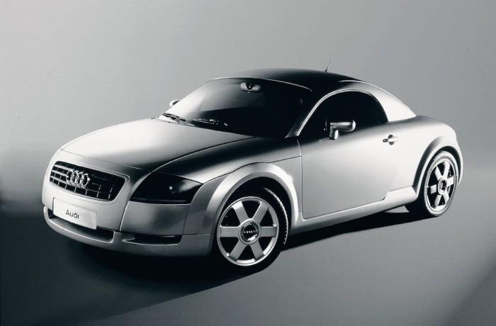В свое время Audi TT очень сильно выделялись в потоке. | Фото: cheatsheet.com.