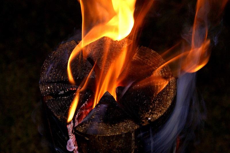Шведский факел — потрясающая уловка, которая пригодится отдыхающим на природе!