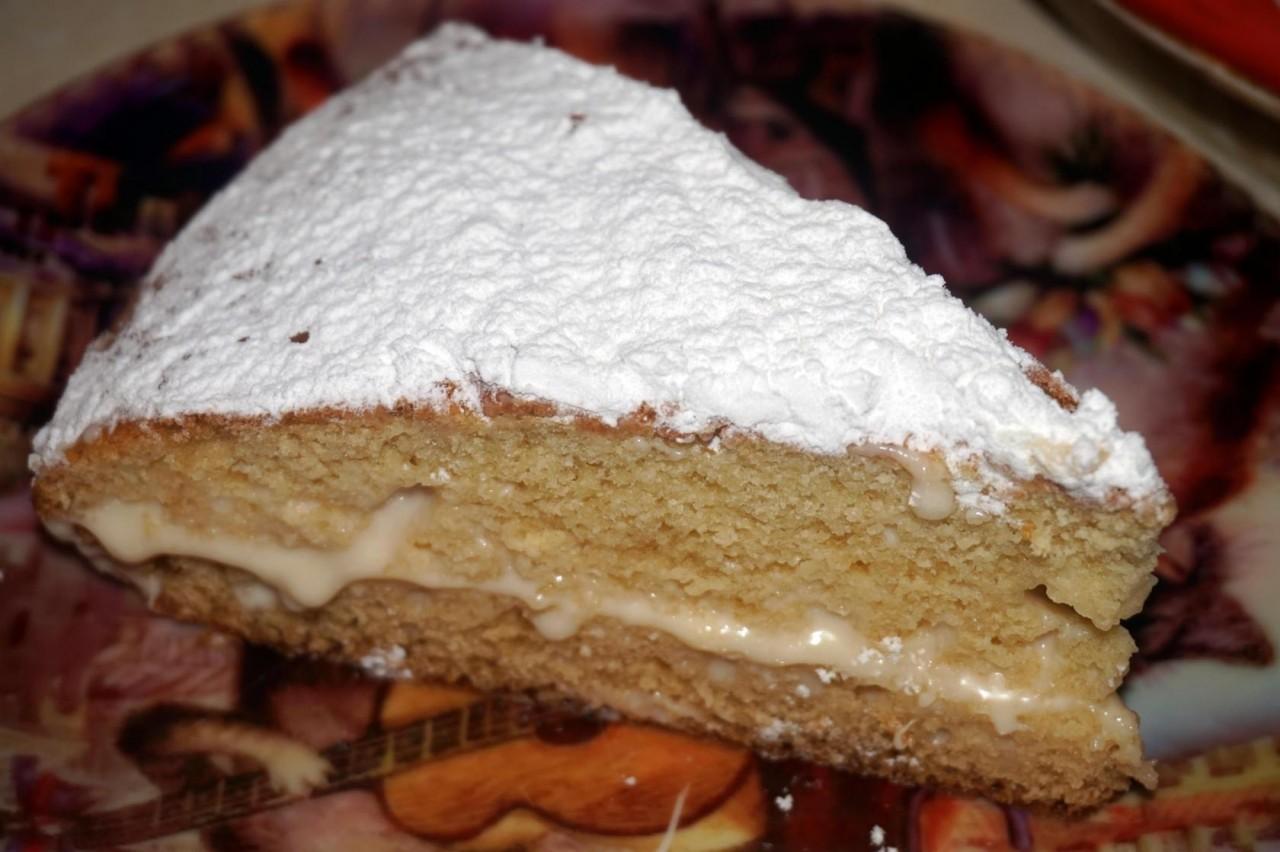 Пирог на кефире со сметанным кремом