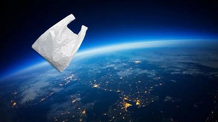 Астрономы обнаружили в космосе пустой мусорный пакет