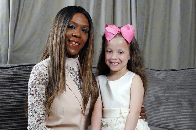 Как у темнокожей женщины родилась белая девочка — один случай на миллион!