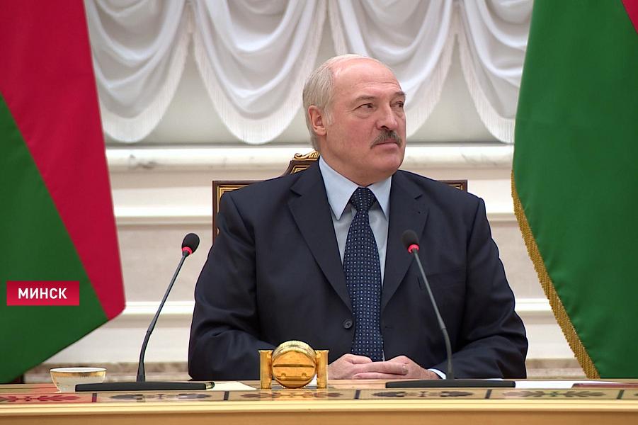 Митингуешь? Плати! Беларусь задает новые демократические стандарты
