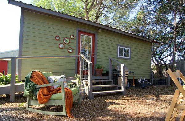 Удобный дачный домик на 23 квадратных метрах, в которой есть все