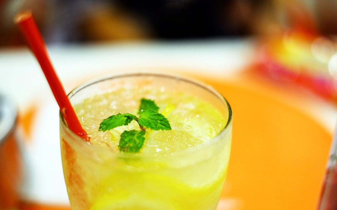 Спасаемся от жары: 5 освежающих лимонадов своими руками