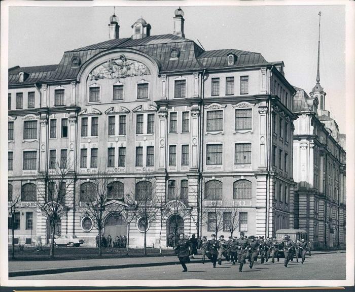 Кадетов отпустили в увольнительную, 1960 год.
