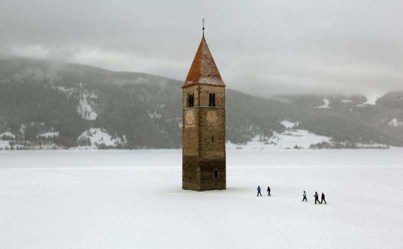 7. Затопленная церковь на озере Решен, Италия заброшенные места, крипи, прикол, ужас