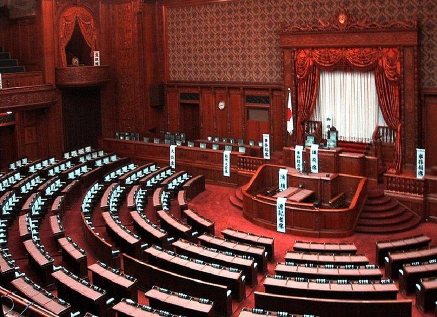 В Японии объявили про открытии участков для голосования на парламентских выборах