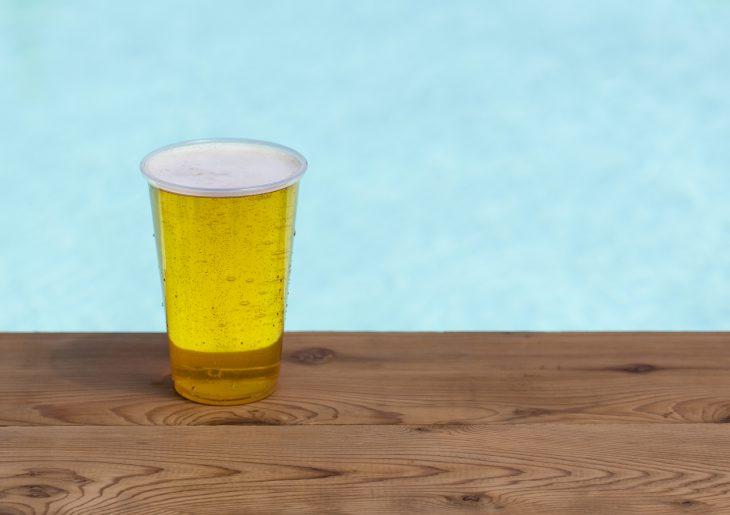 После этого случая я не хожу в кафе, где напитки подают в пластиковых стаканах…