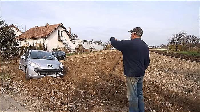 Фермер просил не парковать м…
