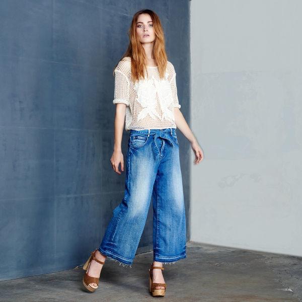 Свободные джинсы: с чем носить, чтобы не выглядеть полной?