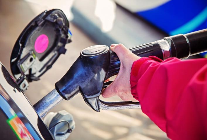 Правительство с нефтекомпаниями готовит меры по стабилизации цен на топливо