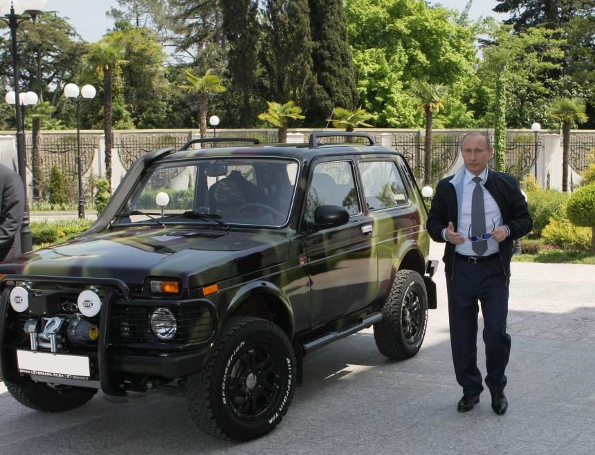 Две «Волги» и «Нива»: раскрыты данные об автомобилях Путина